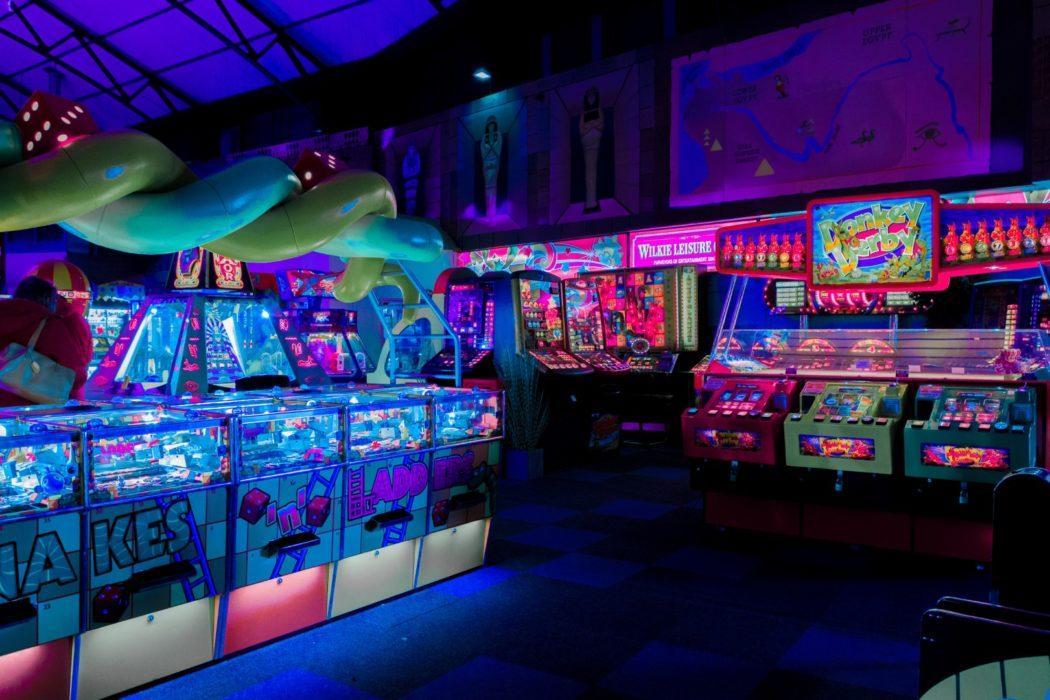 carl-raw-462495-unsplash-gaming-arcade-centre-room