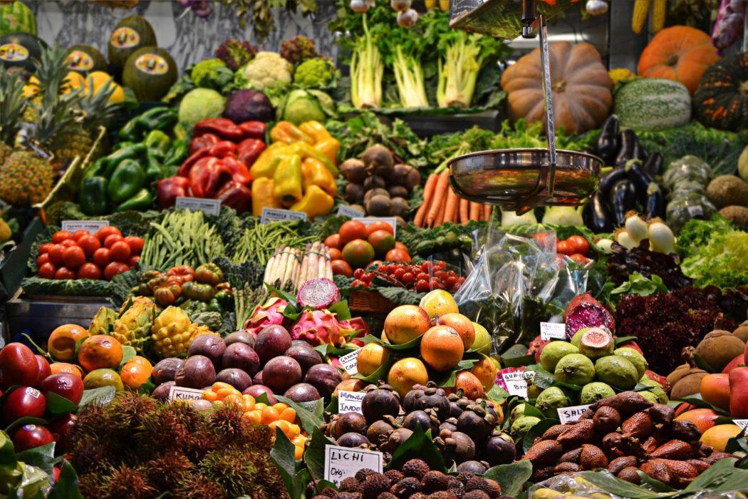 ja-ma-216495-unsplash-food-market-marché-fruits-légumes