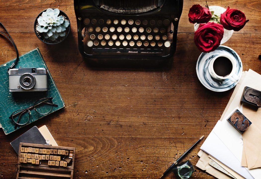 rawpixel-256643-unsplash-machine-à-écrire-blogging-typewriting