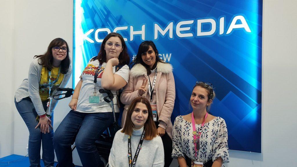 Paris Games Week 2018 La Geek En Rose et Mido avec la team Koch Media Celia Cassandra et Océane