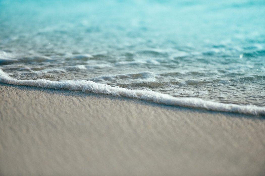 ameen fahmy unsplash plage beach waves vagues