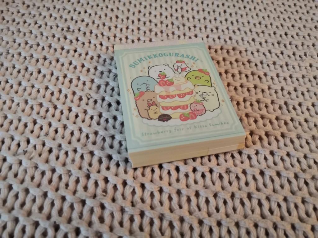 bloc notes Sumikko Gurashi pâtisserie fraises box papeterie zenpop mai chats crafts